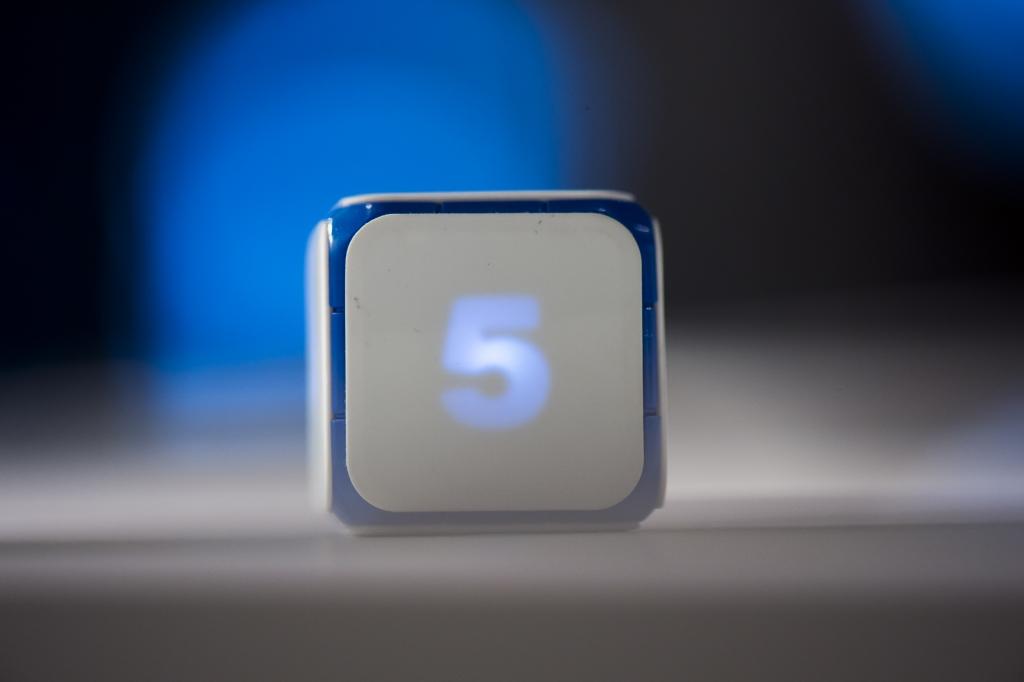 Dice + elektroniczna kostka do gry, projekt Patryk Strzelewicz, Michał Bąk, producent Game Technologies