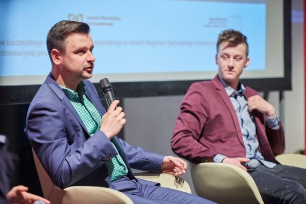 Jakub Hermański (Fibaro Group SA), Bartosz Ambrożkiewicz (Smart Mirrors)