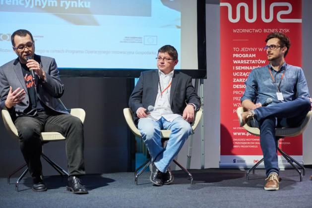 """od lewej Przemysław Marszał (11 bit studios SA), Przemysław Kuśmierek (Migam """"RKPK"""" Sp. z o.o. S.K.A.), Chris Wacławek (Estimote Inc.)"""