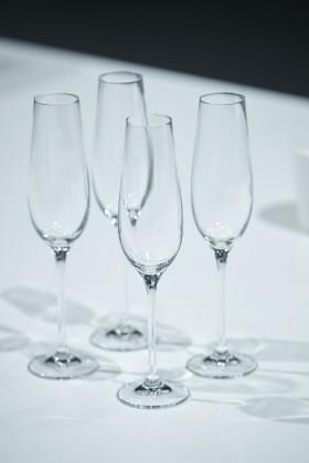 Kieliszki do szampana z punktem musującym, proj. Patryk Illo, Andrzej Borek, prod. Krosno
