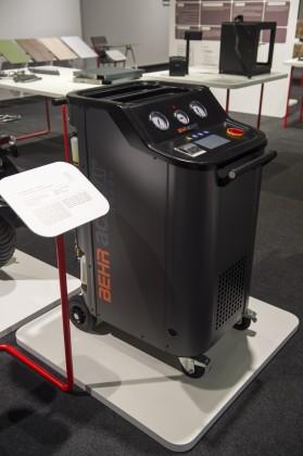 Behr ACxpert 1000a urządzenie do serwisowania klimatyzacji samochodowych, projekt Autorskie Studio Projektowe Krzysztof Chróścielewski, Mariusz Włodarczyk, producent Behr Polska