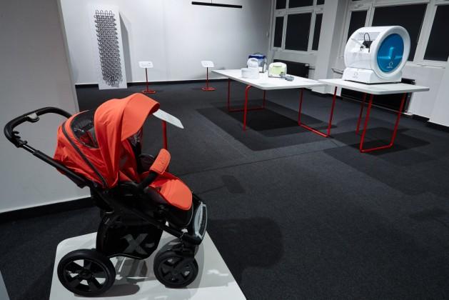 X-Move wózek dziecięcy, prod. Deltim, proj. Paweł Pochopień, Andrzej Śmiałek