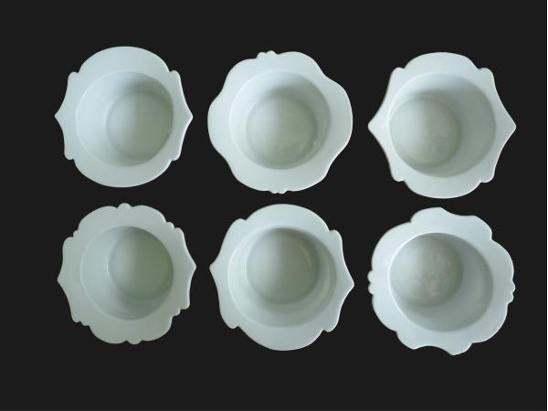 Porcelanowy garnitur do kawy, herbaty i deserów