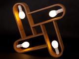 Lampa wisząca z naturalnym wyrazem drewna