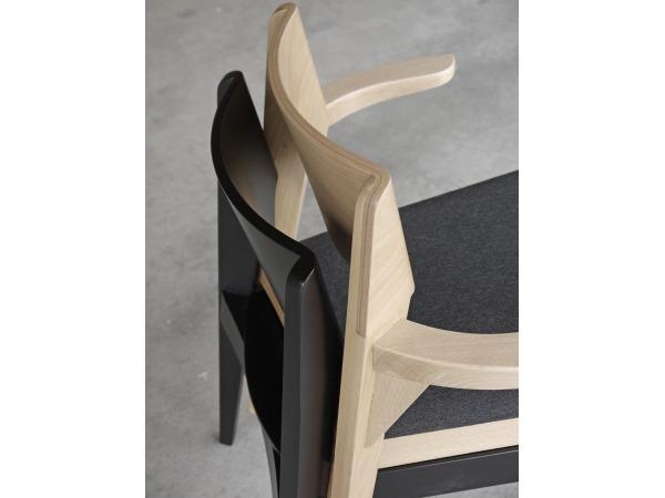 Kolekcja krzeseł z drewna bukowego